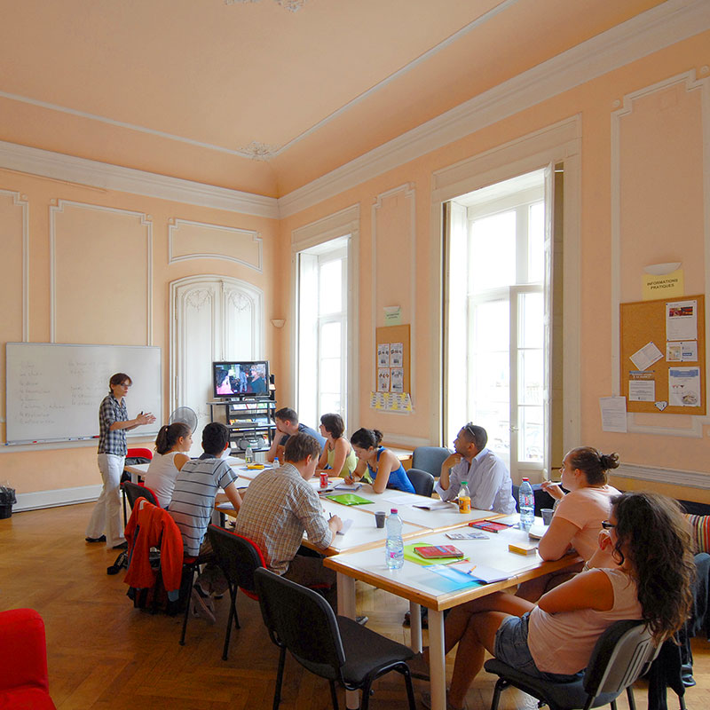 A bright and spacious learning environment for French language courses